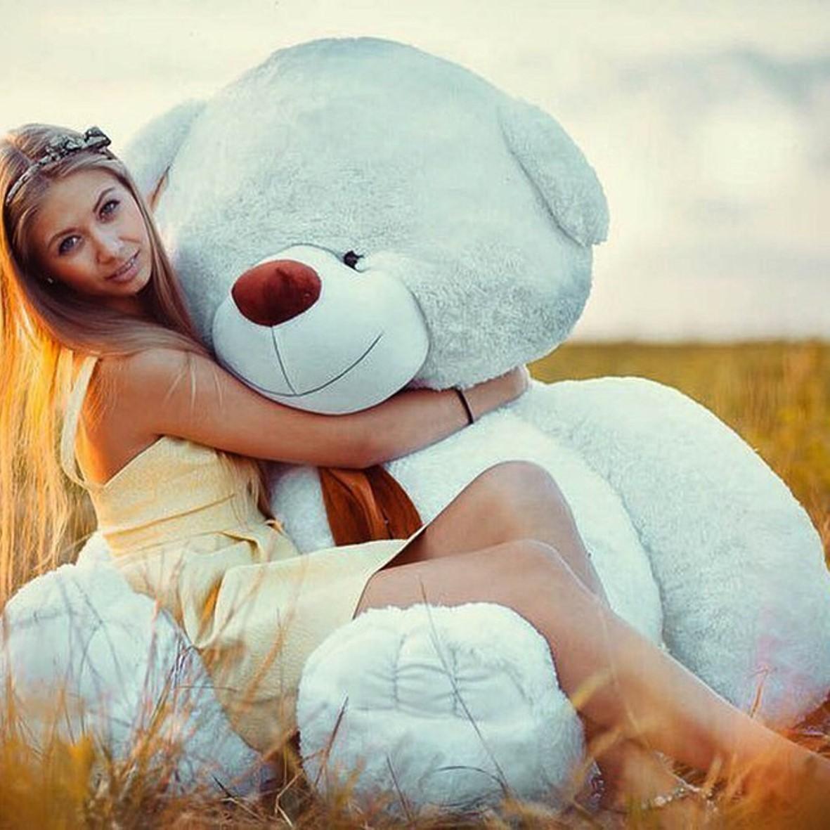Девушка с большой игрушкой фото 484-154